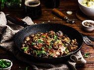 Рецепта Свински вратни пържоли със сос и гъби на тиган